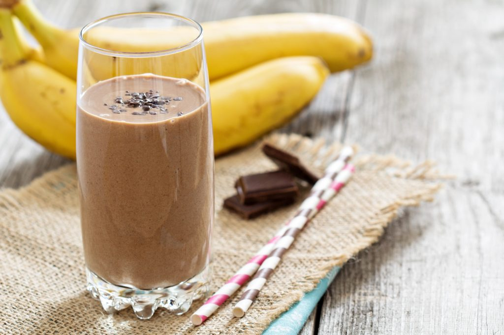 chocolate banana smoothie with cinnamon for detoxification properties